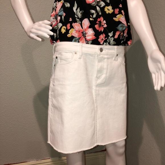 Vineyard Vines Dresses & Skirts - New w/ tags Vineyard Vines White Denim Skirt SZ 10